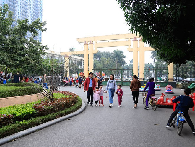 hanoi and ho chi minh city residents enjoy first day of 2020 hinh 9