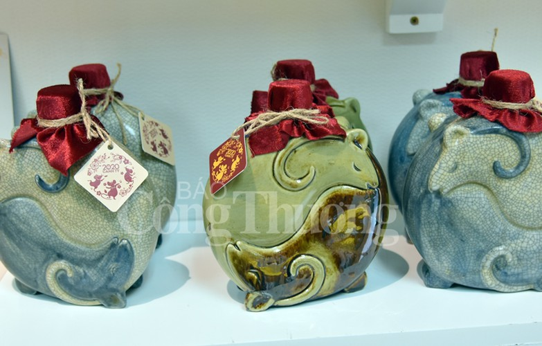 exhibition in hanoi opens to mark upcoming year of rat hinh 1