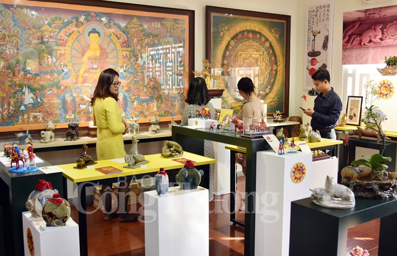 exhibition in hanoi opens to mark upcoming year of rat hinh 5