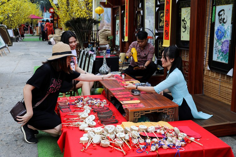 calligraphy street in hcm city opens in countdown to tet hinh 10