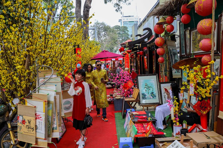 calligraphy street in hcm city opens in countdown to tet hinh 1