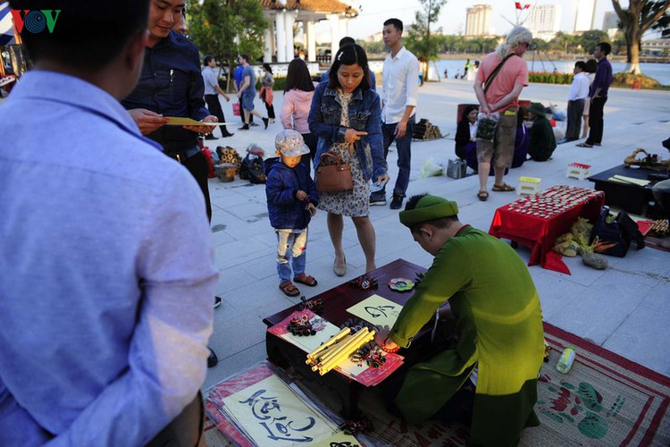 traditional customs on show as hue hosts tet festival hinh 3
