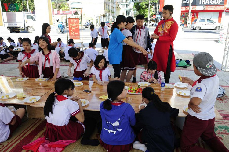 traditional customs on show as hue hosts tet festival hinh 4