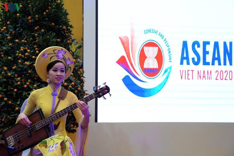 diplomatic representatives hosted by deputy pm at new year banquet hinh 14
