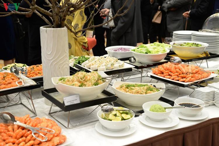 diplomatic representatives hosted by deputy pm at new year banquet hinh 15
