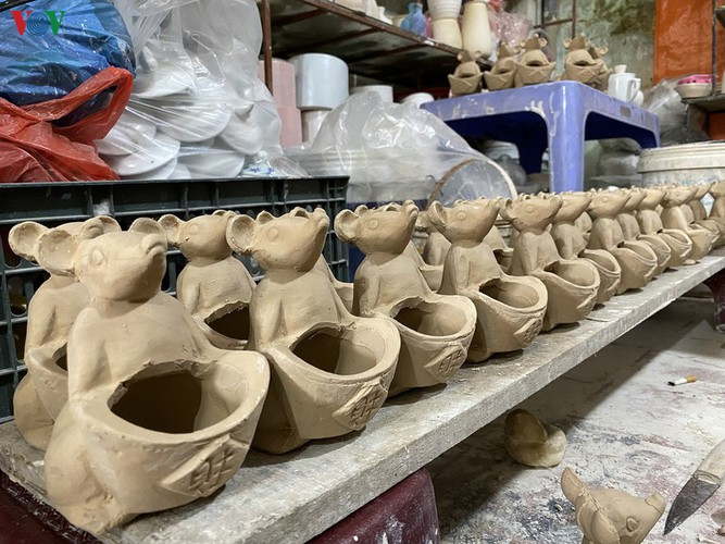 bat trang ceramic village represents a perfect tet attraction hinh 8