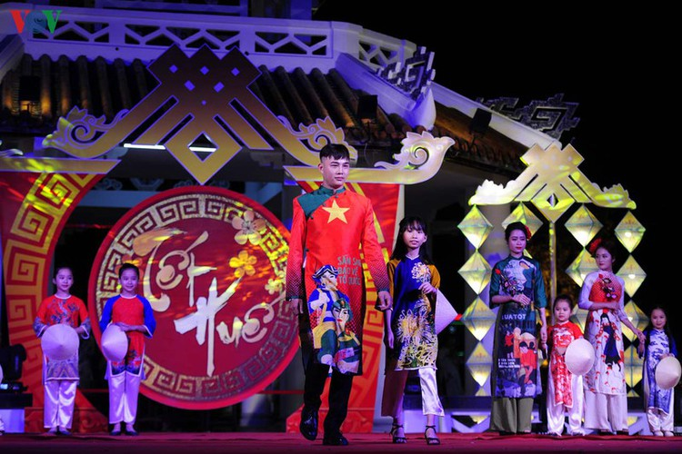 stunning ao dai go on show at tet hue festival 2020 hinh 3