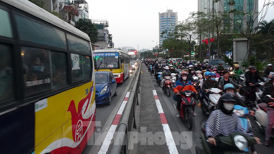 commuters in hanoi poised to face annual tet gridlock hinh 12