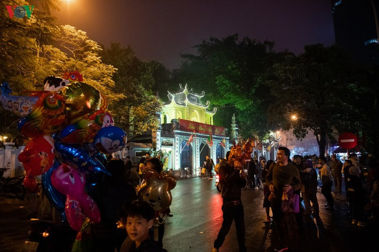 lunar new year visit to pagodas embraces vietnam's tet tradition hinh 12
