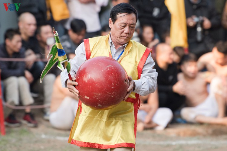 thrilling vat cau festival excites crowds in hanoi hinh 2