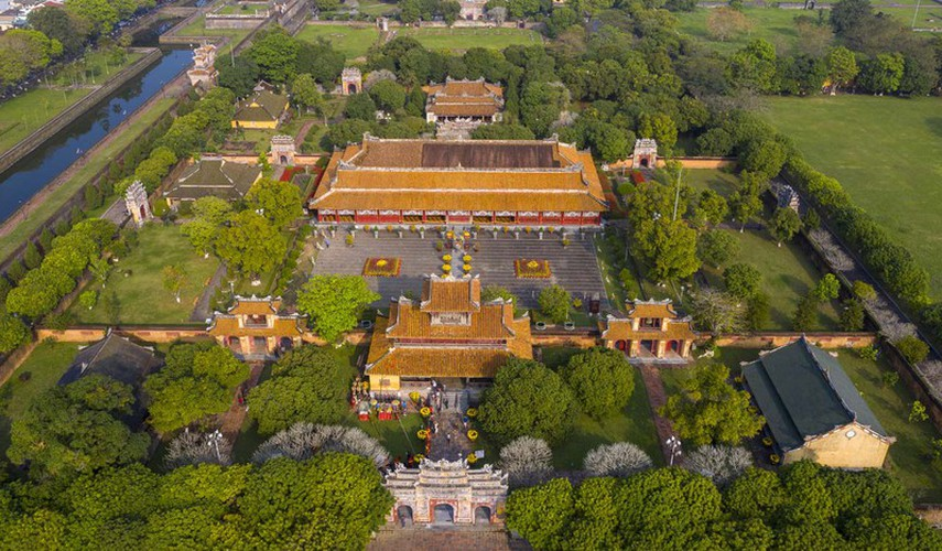 hue imperial citadel hosts reenactment of cay neu ceremony hinh 1