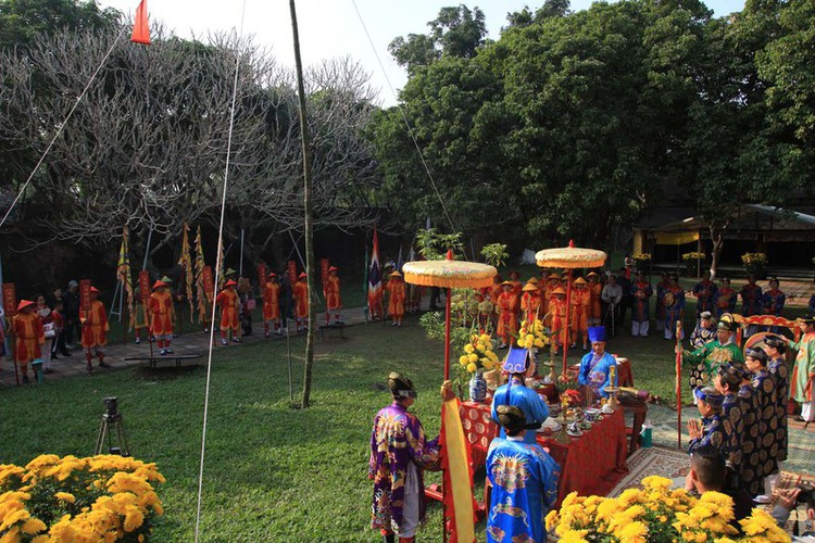 hue imperial citadel hosts reenactment of cay neu ceremony hinh 4