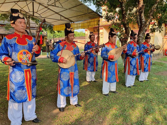 hue imperial citadel hosts reenactment of cay neu ceremony hinh 5