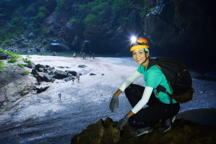 miss universe beauty takes part in epic son doong cave tour hinh 7