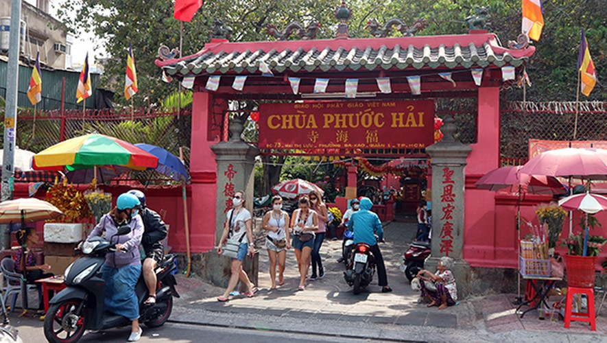 relic sites in hcm city prove popular with foreigners following re-opening hinh 6