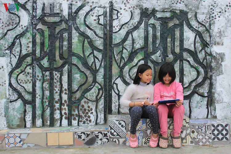 street art made from recycled material goes on display in hanoi hinh 11