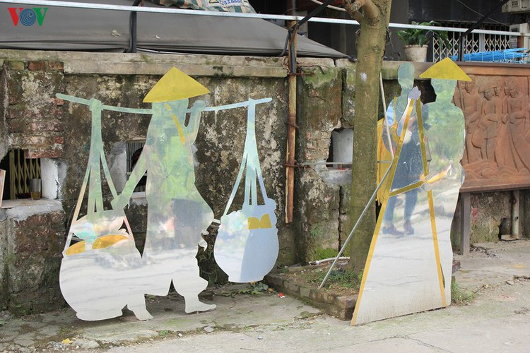 street art made from recycled material goes on display in hanoi hinh 12