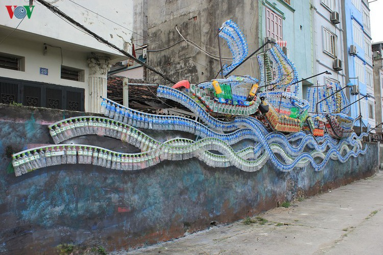 street art made from recycled material goes on display in hanoi hinh 1
