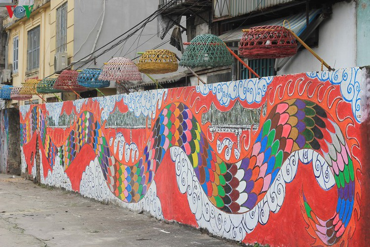 street art made from recycled material goes on display in hanoi hinh 6