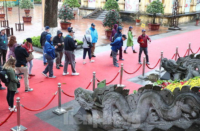 places of interest in hanoi crowded with visitors once again hinh 10