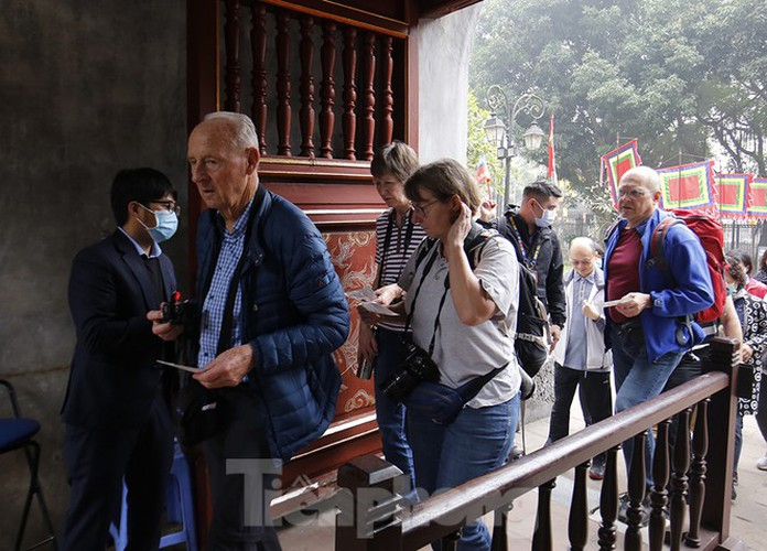 places of interest in hanoi crowded with visitors once again hinh 11