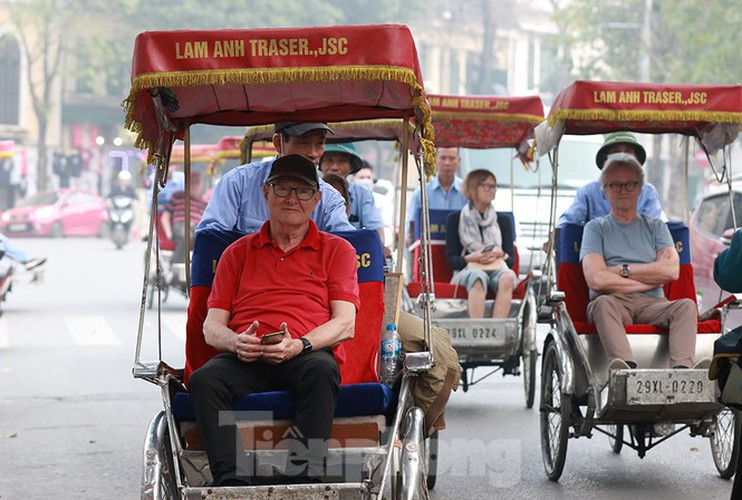places of interest in hanoi crowded with visitors once again hinh 4