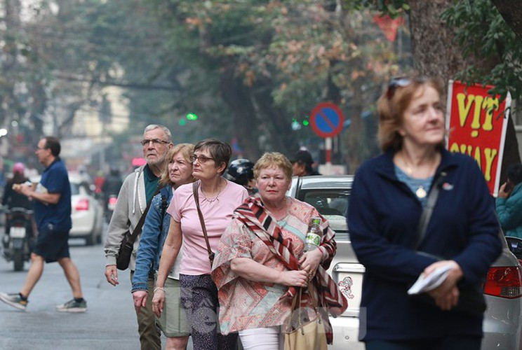 places of interest in hanoi crowded with visitors once again hinh 7