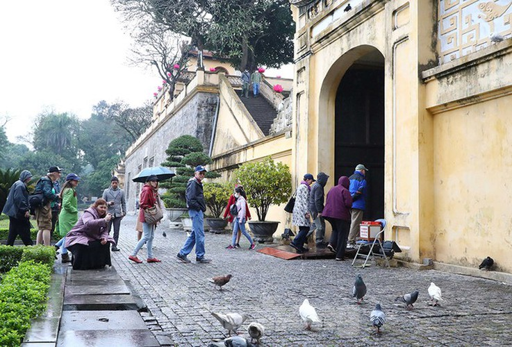 places of interest in hanoi crowded with visitors once again hinh 9