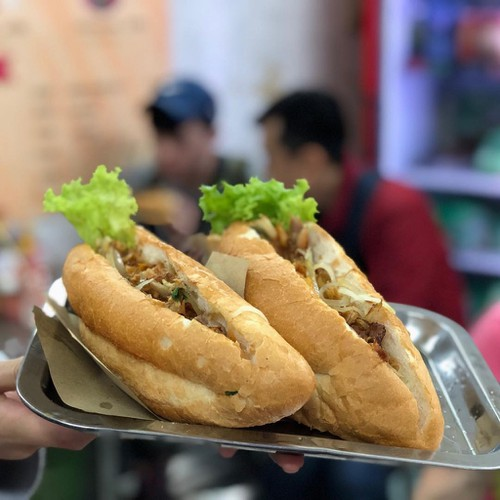 popular banh mi shops located through old quarter in hanoi hinh 11
