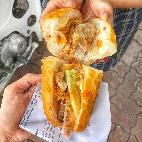 popular banh mi shops located through old quarter in hanoi hinh 5