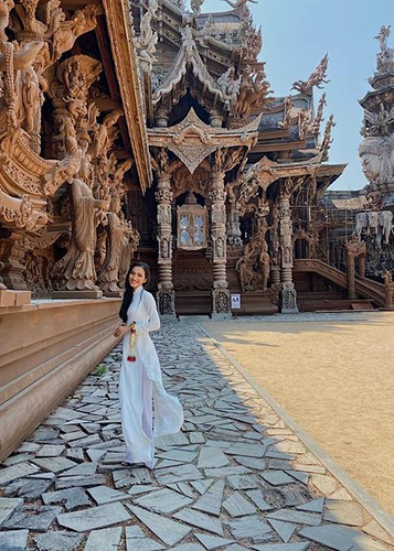 hoai sa dresses in ao dai for activities at miss international queen 2020 hinh 3