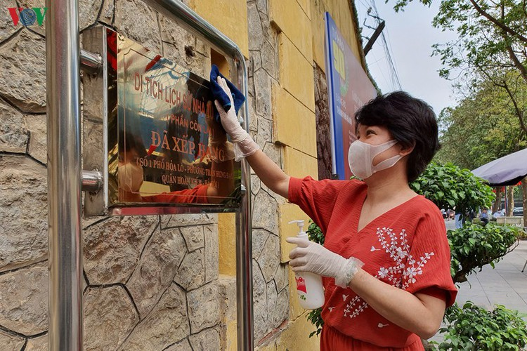 tourist sites in hanoi close to be disinfected amid covid-19 fears hinh 2