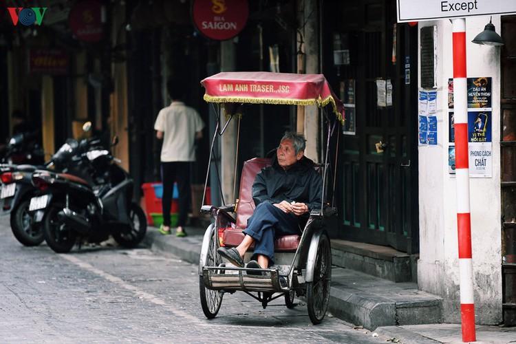 entertainment areas in hanoi deserted as covid-19 fears grip capital hinh 11