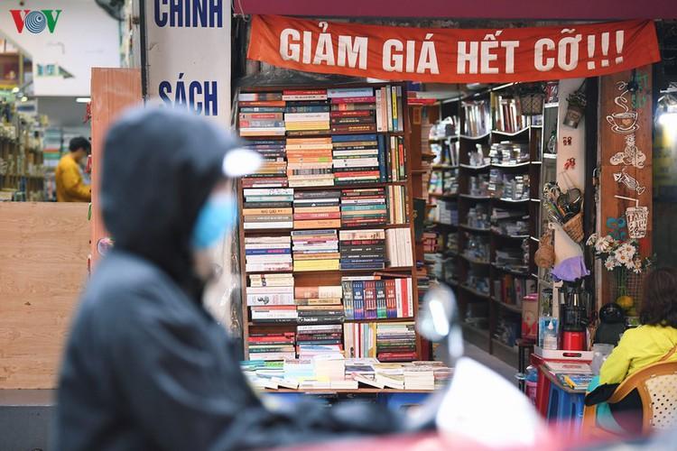 entertainment areas in hanoi deserted as covid-19 fears grip capital hinh 13