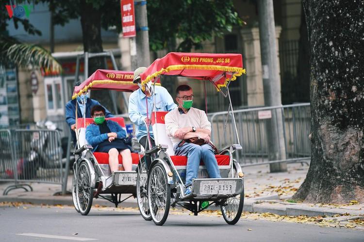 entertainment areas in hanoi deserted as covid-19 fears grip capital hinh 14