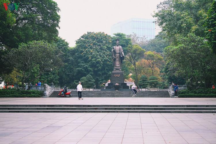 entertainment areas in hanoi deserted as covid-19 fears grip capital hinh 3