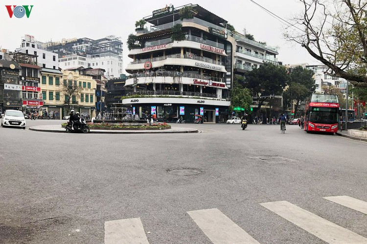 entertainment areas in hanoi deserted as covid-19 fears grip capital hinh 5