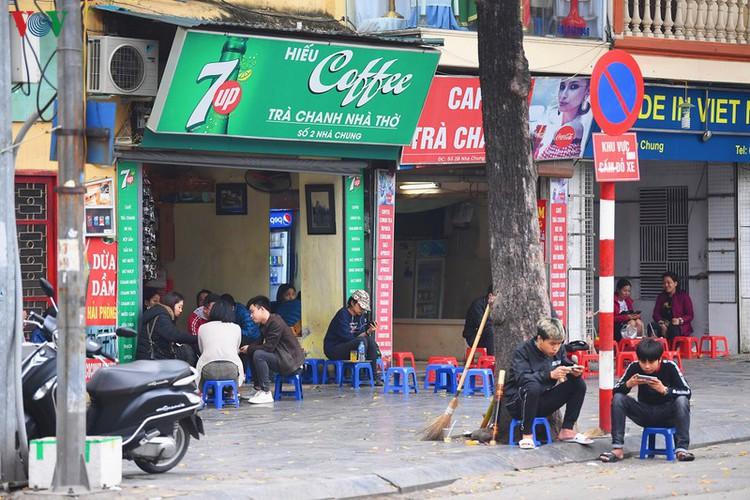 entertainment areas in hanoi deserted as covid-19 fears grip capital hinh 7