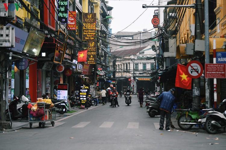 entertainment areas in hanoi deserted as covid-19 fears grip capital hinh 9