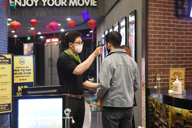 face masks, body temperature checks now compulsory at movie theatres hinh 11