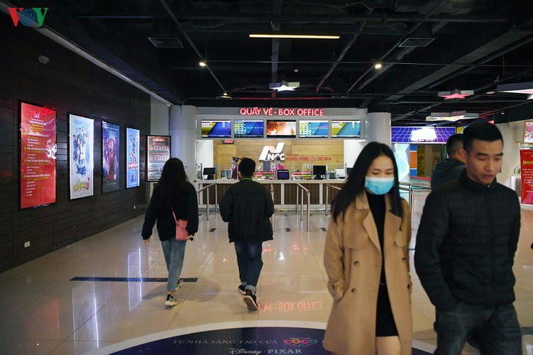 face masks, body temperature checks now compulsory at movie theatres hinh 2