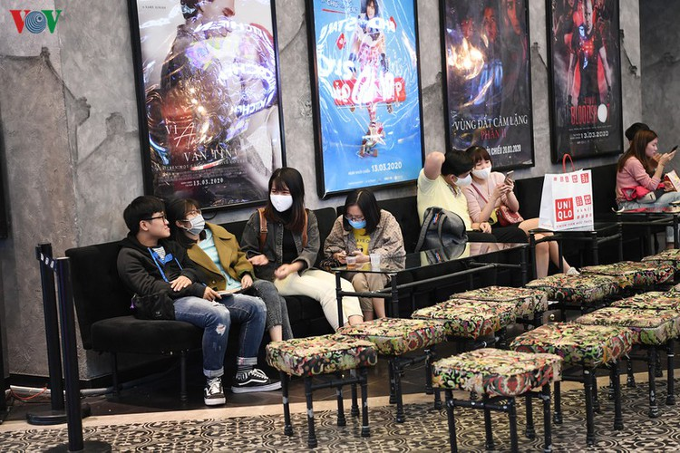 face masks, body temperature checks now compulsory at movie theatres hinh 9
