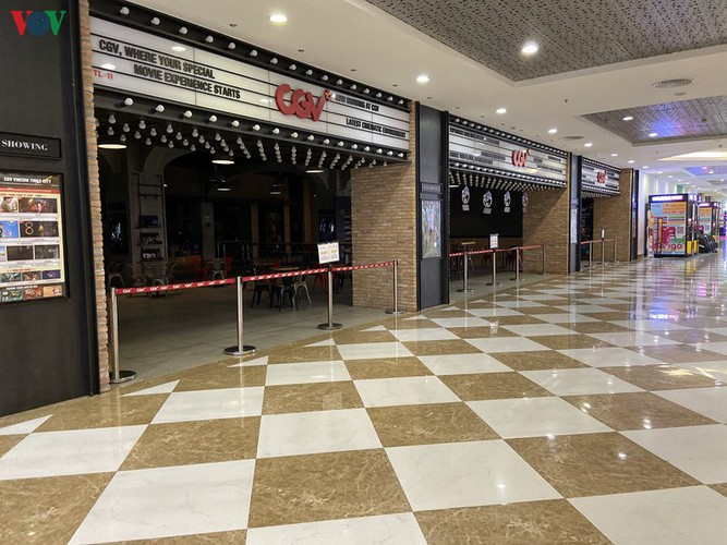 commercial centres deserted in hanoi amidst covid-19 fears hinh 13