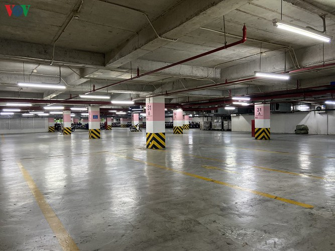 commercial centres deserted in hanoi amidst covid-19 fears hinh 14