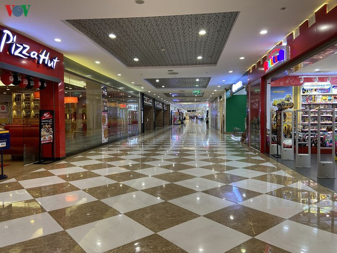 commercial centres deserted in hanoi amidst covid-19 fears hinh 7
