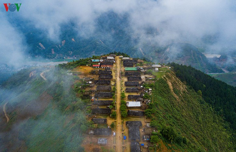 scenic cu vai village located in yen bai province hinh 2