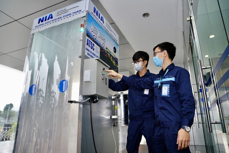 noi bai airport now equipped with mobile disinfection chamber hinh 4