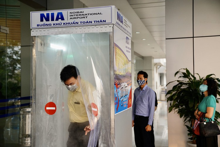 noi bai airport now equipped with mobile disinfection chamber hinh 7