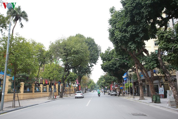 hanoi streets left deserted after business closures hinh 11