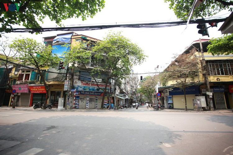 hanoi streets left deserted after business closures hinh 2